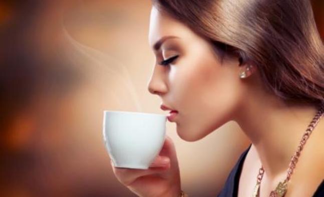 drinking_tea_fotolia_46069155_subscription_xxl_619182088_detail